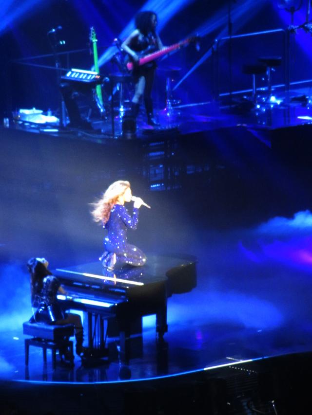 mercredie-blog-mode-Zurich-Beyonce-concert-Suisse-Hallenstadion-mrs-carter-show-live-blue-jumpsuit-sequins