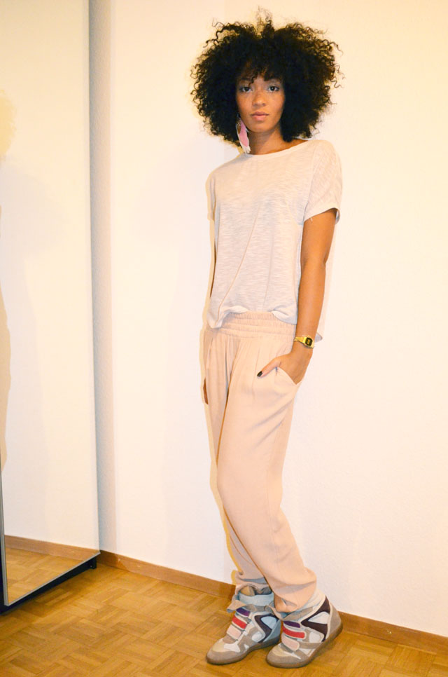 mercredie-blog-mode-afro-hair-natural-cheveux-nappy-style-look-pantalon-ample-mango-t-shirt-clous-studded-sneakers-isabel-marant-bois-de-rose