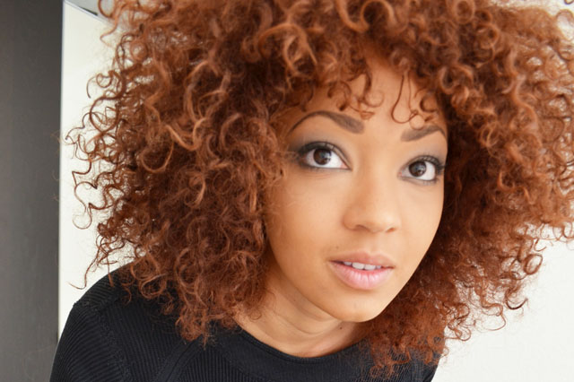 mercredie-blog-mode-geneve-suisse-beaute-afro-hair-cheveux-olia-rouge-cerise-profond-nappy-natural-colored