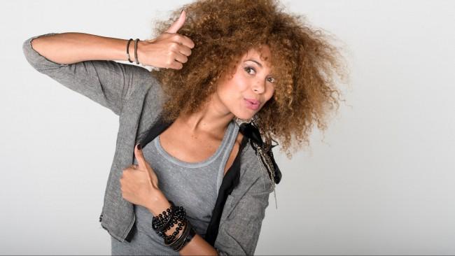 169-tiga-posant-pour-o-feminin-1er-octobre-2012