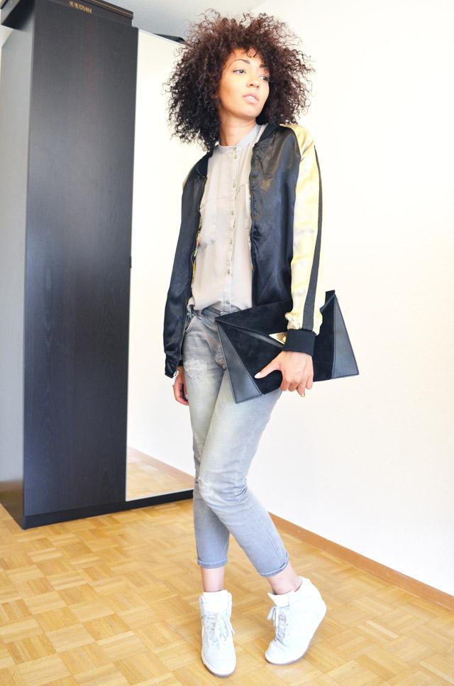 mercredie-blog-mode-geneve-suisse-asos-kaki-jean-boyfriend-zara-gris-nike-dunk-sky-white-teddy-soie-brode-bomber-college-veste-jacket-pochette-black-primark