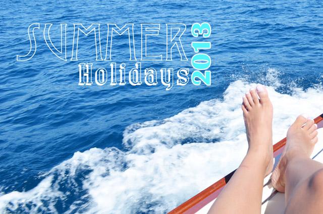 mercredie-blog-mode-vacances-st-tropez-capitou-bateau-port-grimaud-pied-eau-titre