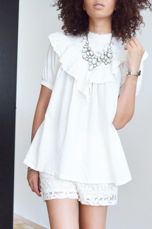 mercredie-blog-mode-beaute-fashion-blogger-switzerland-nude-lipstick-mac-honey-love-curly-hair-curls-nappy-afro-kinky-bague-rita-zia-phallange-look-white-dentelle-lace-short