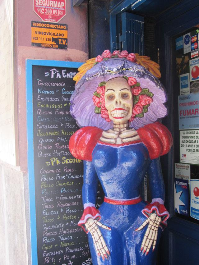mercredie-blog-mode-voyage-tourisme-madrid-ruelles-beetlejuice-street-art