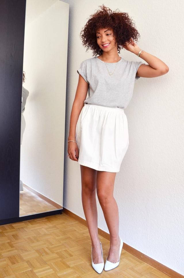 mercredie-blog-mode-geneve-t-shirt-boyfriend-asos-gris-afro-hair-cheveux-naturels-nappy-boucles-collier-cristaux-sac-talons-zara-escarpins-blancs2
