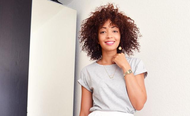 mercredie-blog-mode-geneve-t-shirt-boyfriend-asos-gris-afro-hair-cheveux-naturels-nappy-boucles