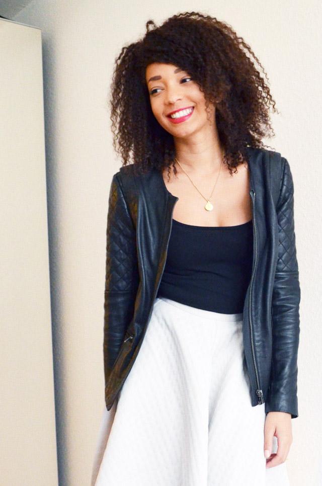 mercredie-blog-mode-jupe-midi-skirt-h&m-jupe-longue-genoux-oversized-body-noir-black-perfecto-cuir-bel-air