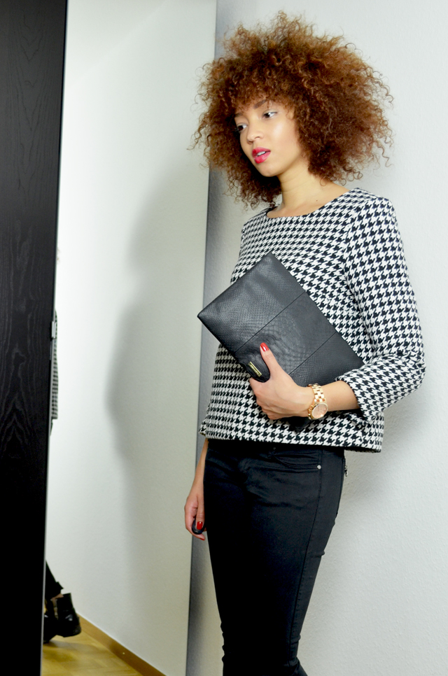 mercredie-blog-mode-geneve-chicwish-rewardstyle-houndstooth-outfit-beaute-fashion-blogger-look-skirt-shirt-allsaints-jules-boots-biker-afro-curly-hair-nappy-kinky-bcbg-maxazria-pochette-bag-sac