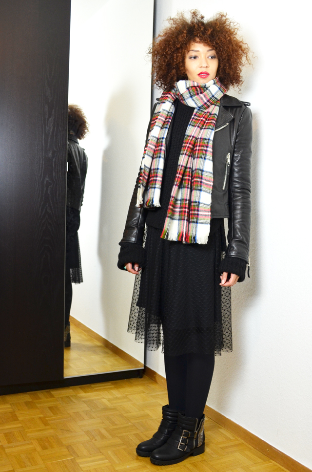 mercredie-blog-mode-geneve-fashion-blogger-zara-2013-plumetis-skirt-jupe-balenciaga-biker-jacket-black-echarpe-h&m-tartan-afro-hair-nappy-curls-curly