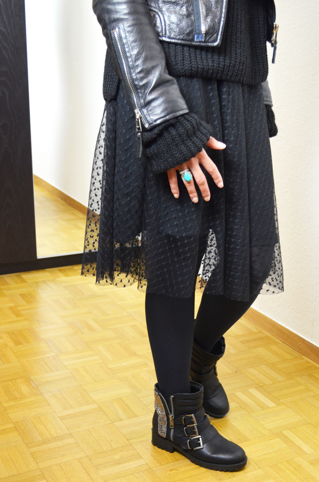 mercredie-blog-mode-geneve-fashion-blogger-zara-2013-plumetis-skirt-jupe-balenciaga-biker-jacket-black-echarpe-h&m-tartan-afro-hair-nappy-curls-curly3