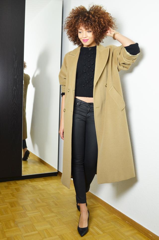 mercredie-blog-mode-geneve-oversized-coat-boyfriend-manteau-long-beige-camel-max-mara-maxmara-pochette-bcbg-maxazria-escarpins-taupage-hair--afro-natural--curls-curly-nappy