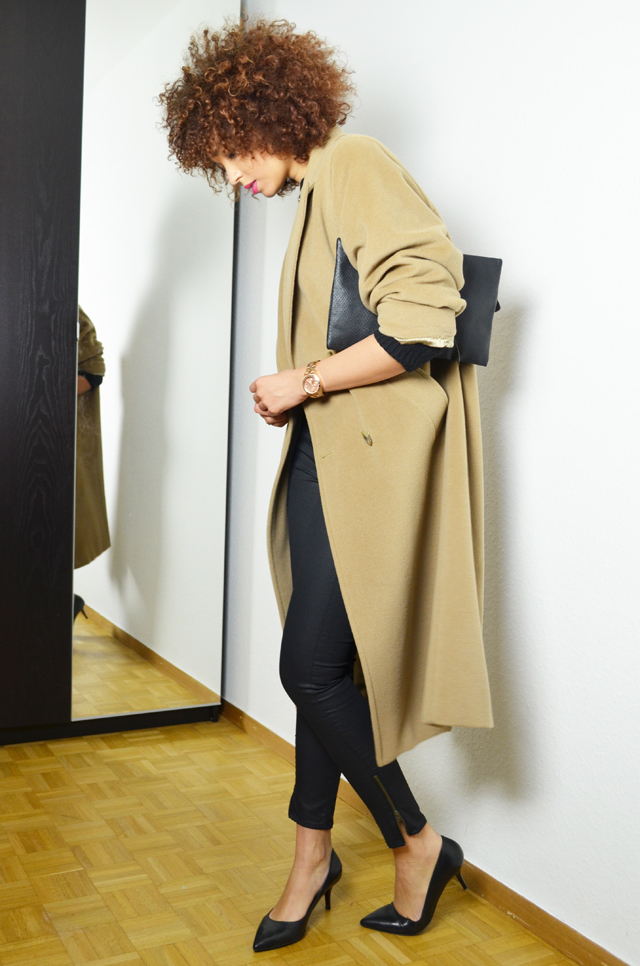 mercredie-blog-mode-geneve-oversized-coat-boyfriend-manteau-long-beige-camel-max-mara-maxmara-pochette-bcbg-maxazria-escarpins-taupage-hair--afro-natural--curls-curly-nappy6