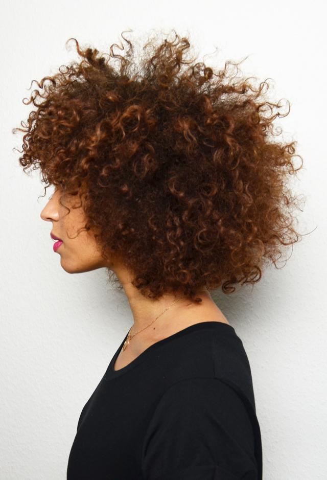 mercredie-blog-cheveux-afro-metisse-se-couper-ses-cheveux-soi-meme-hair-cut-trim-technique-pointes-boucles-nappy-naturels