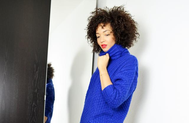 mercredie-blog-mode-geneve-fashion-blogger-blogueuse-bloggeuse-mode-les-petites-pulls-bleu-klein-afro-hair-cheveux-frises-nappy