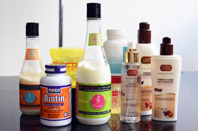 mercredie-blog-beaute-cheveux-frises-conseils-routine-capillaire-nappy-afro-curls-boucles-produits-test-ecostyler-avis-gel-naturel-natural-curls-curl-ecstasy-milkshake-avis-test-laura-sims-creme-coiffage-soin-biotin-4c-secrets-loly