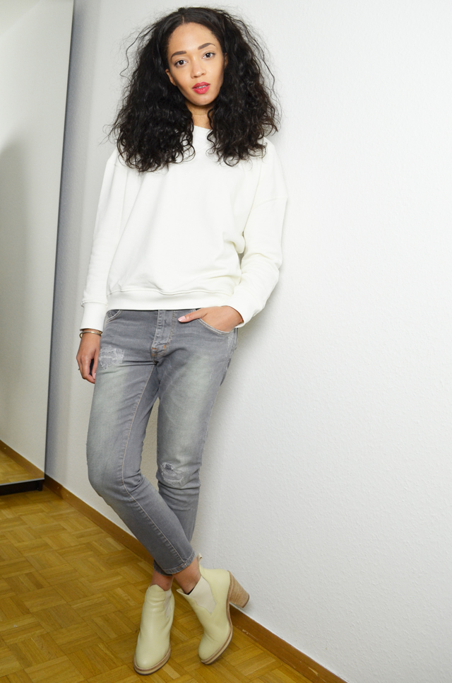 mercredie-blog-mode-geneve-suisse-blogueuse-jean-zara-sweat-blanc-acne-pull-on-beige-vanilla-vanille-boots