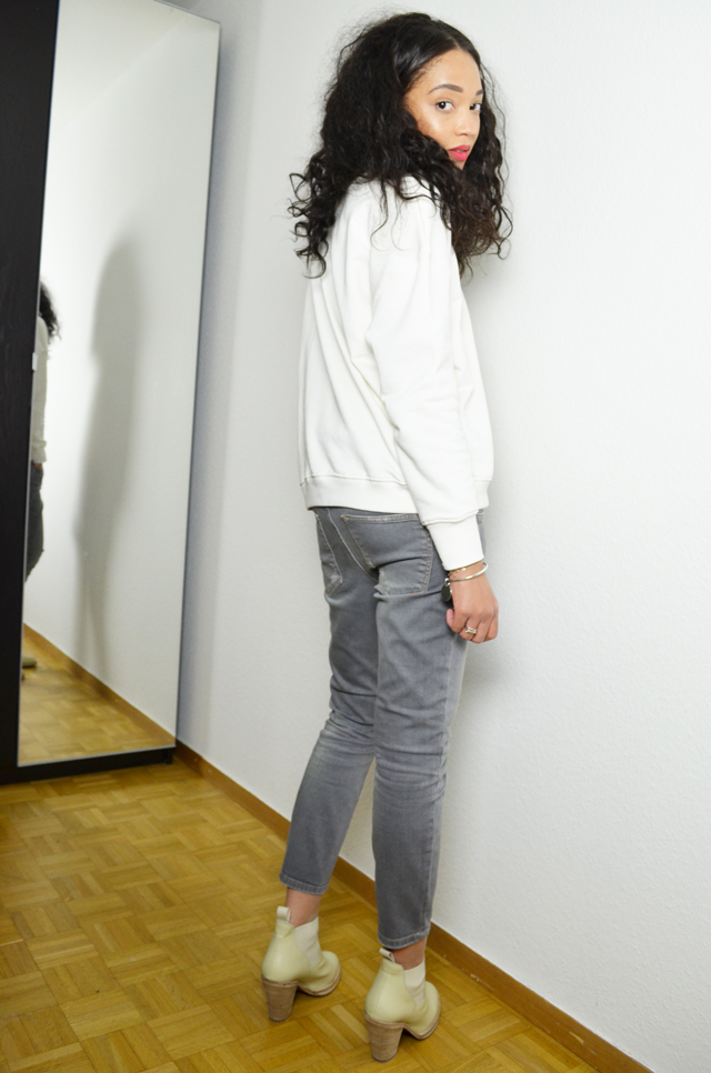 mercredie-blog-mode-geneve-suisse-blogueuse-jean-zara-sweat-blanc-acne-pull-on-beige-vanilla-vanille-boots2