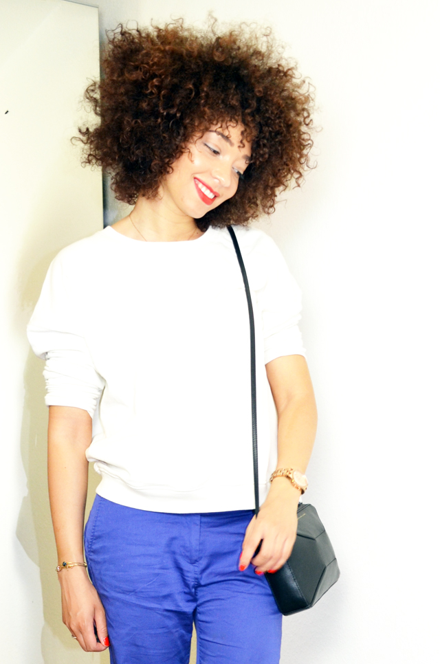 mercredie-blog-mode-sac-alex-marc-by-marc-jacobs-pantalon-bleu-klein-roi-manoukian-sweat-blanc-zara-afro-hair-natural-nappy