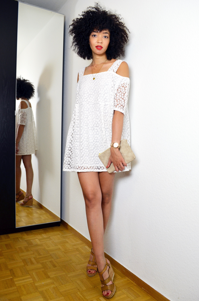 mercredie-blog-mode-beaute-blogueuse-bloggeuse-geneve-fashion-blogger-geneva-6ks-lace-dentelle-robe-dress-asos-les-tropeziennes-elsa-sandales-afro-cheveux-pochette-cadeau-public-kim-zozi3