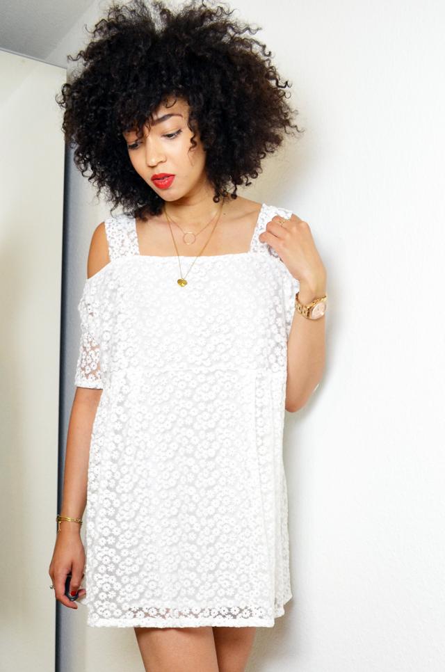 mercredie-blog-mode-beaute-blogueuse-bloggeuse-geneve-fashion-blogger-geneva-6ks-lace-dentelle-robe-dress-asos-les-tropeziennes-elsa-sandales