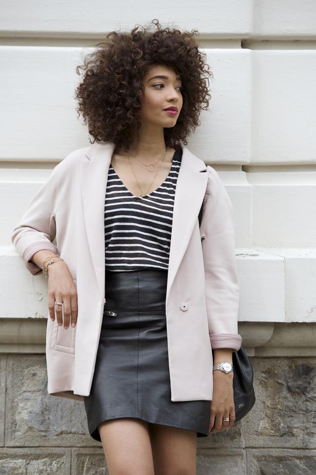 geneve-montre-femina-manteau-rose-oversized-mariniere-cheveux-frises-jupe-cuir-hm-escarpins-beige-nude-louboutin-pigalle-10cm5