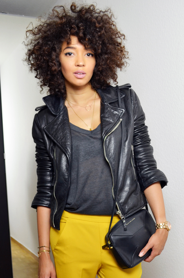 mercredie-blog-mode-beaute-geneve-suisse-perfecto-biker-jacket-leather-cuir-balenciaga-sac-marc-by-jacob-pantalon-jaune-afro-hair-cheveux-frises