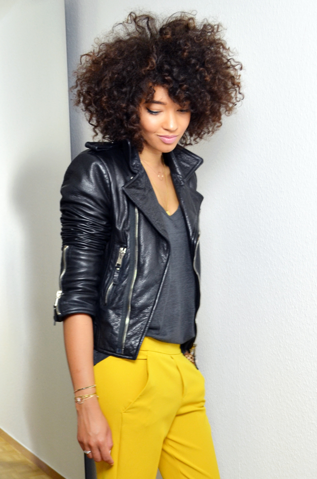 mercredie-blog-mode-beaute-geneve-suisse-perfecto-biker-jacket-leather-cuir-balenciaga-sac-marc-by-jacob-pantalon-jaune-afro-hair-cheveux-frises3