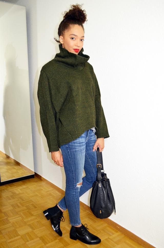 mercredie-blog-mode-pull-margaux-lonnberg-viktor-kaki-vert-jean-slim-and-other-stories-bun-cheveux-frises-sac-apc-cuir-seau