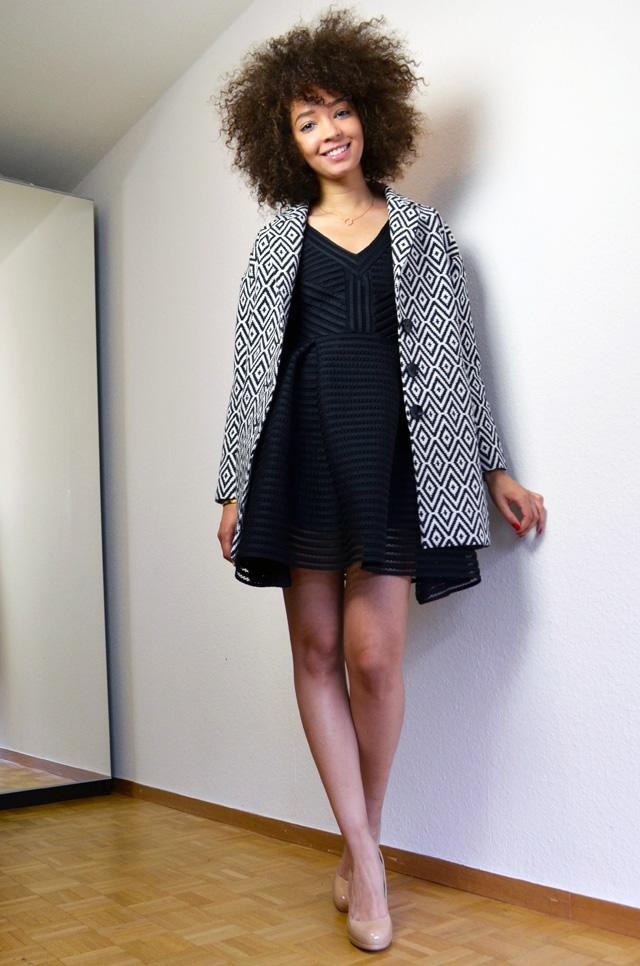 mercredie-blog-mode-robe-rayure-noire-maje-black-sledge-kate-middleton-nude-pumps-lk-bennett-manteau-veste-boyfriend-la-redoute-soft-grey-jaquard-pochette-afro-natural-hair-curly-curls2
