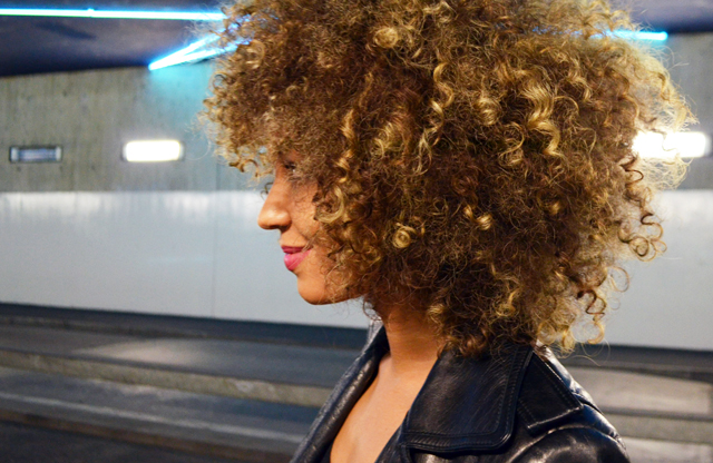 mercredie-blog-mode-beaute-geneve-yves-saint-laurent-concours-instagram-black-opium-ysl-curls-blonde-curly-hair-natural-afro-bleached