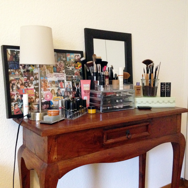 mercredie-blog-beaute-geneve-suisse-coiffeuse-crafters-calendar-vanity-table-miroir-lampes-ampoule-micka-ikea-before