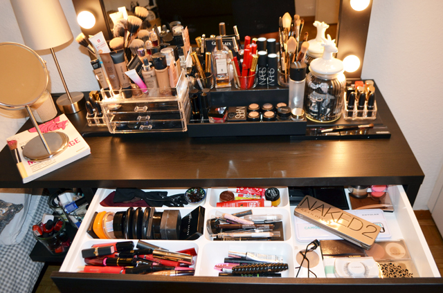mercredie-blog-beaute-geneve-suisse-coiffeuse-crafters-calendar-vanity-table-miroir-lampes-ampoule-micka-ikea-maquillage-makeup-organizer-acrylic