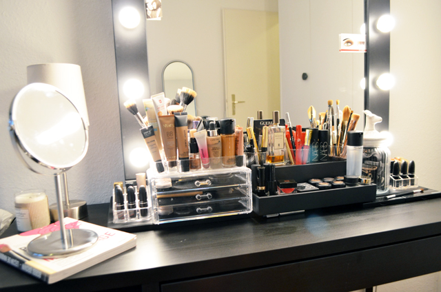 mercredie-blog-beaute-geneve-suisse-coiffeuse-crafters-calendar-vanity-table-miroir-lampes-ampoule-micka-ikea-maquillage-makeup-organizer-acrylic3