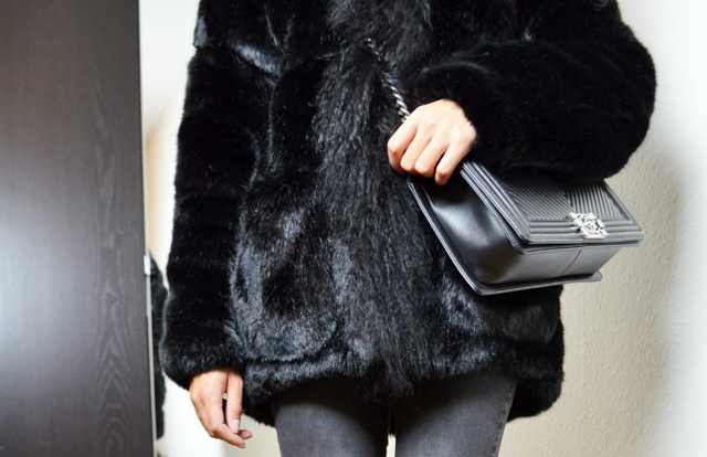mercredie-blog-mode-geneve-maje-manteau-fausse-fourrure-king-kong-chanel-sac-bag-chevron-black