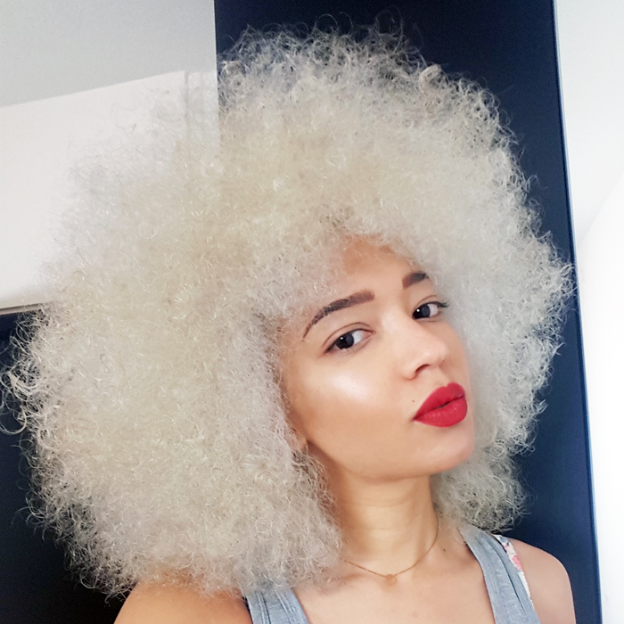 mercredie-blog-beaute-cheveux-afro-naturels-decoloration-bleached-hair-natural-platine-blonde-curls-curly-frises-big-platinum6