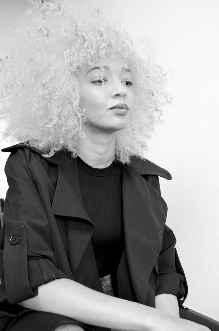 mercredie-blog-mode-geneve-platinum-blonde-hair-blond-platine-trench-carven-black2