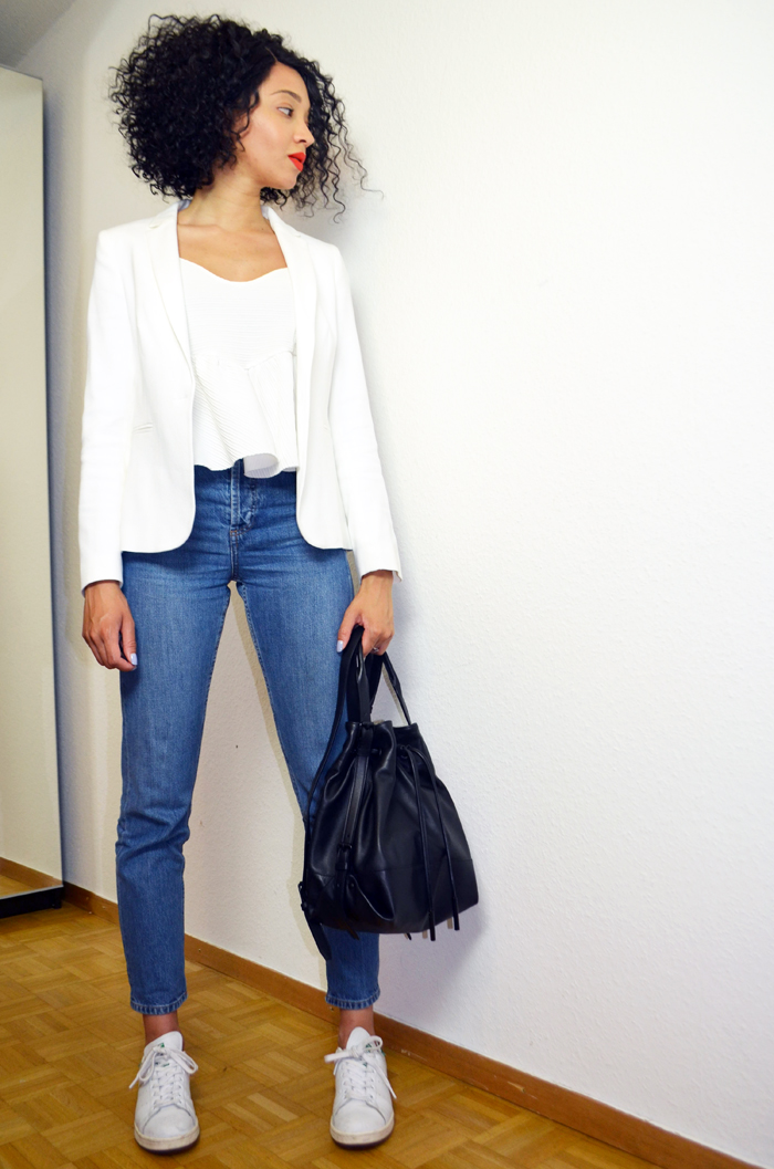 mercredie-blog-mode-suisse-geneve-jean-topshop-mom-straight-evelyn-lacewig-curly-bob-afro-hair-stan-smith-blazer-123-paris-apc-sac-seau