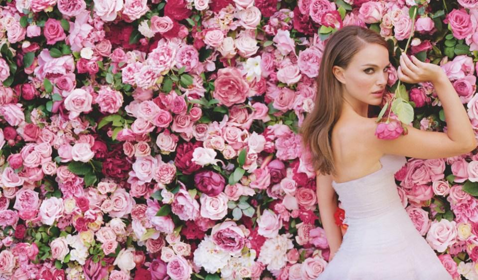 natalie-portman-dior-flower-wall