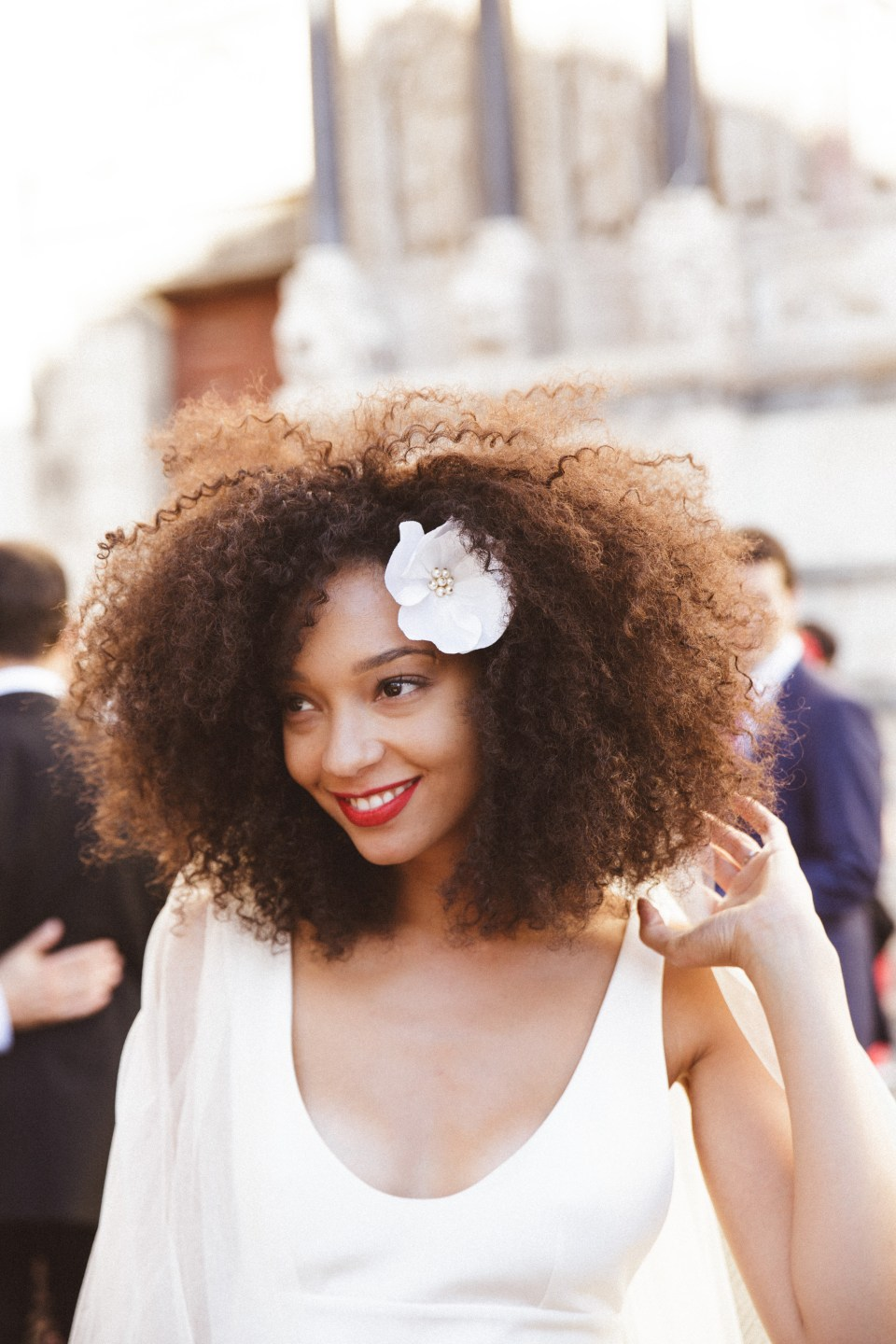 mercredie-mariage-maison-guillemette-pince-cheveux-dolce-big-beautiful-hair-voile-dentelle-calais-delphine-manivet-afro-bride-bridal-natural-hair-3c-curly