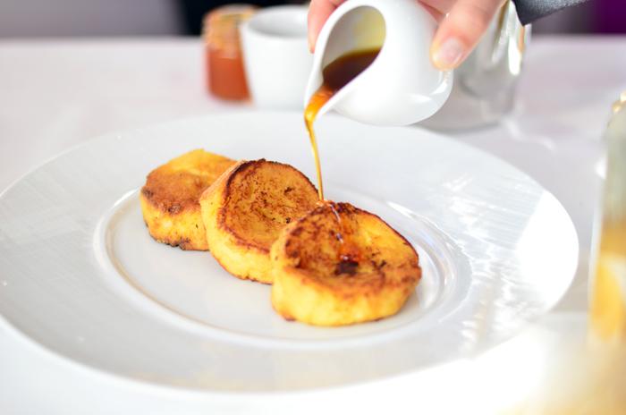mercredie-blog-beaute-voyage-hotel-le-strato-petit-dejeuner-baumaniere-pain-perdu-caramel