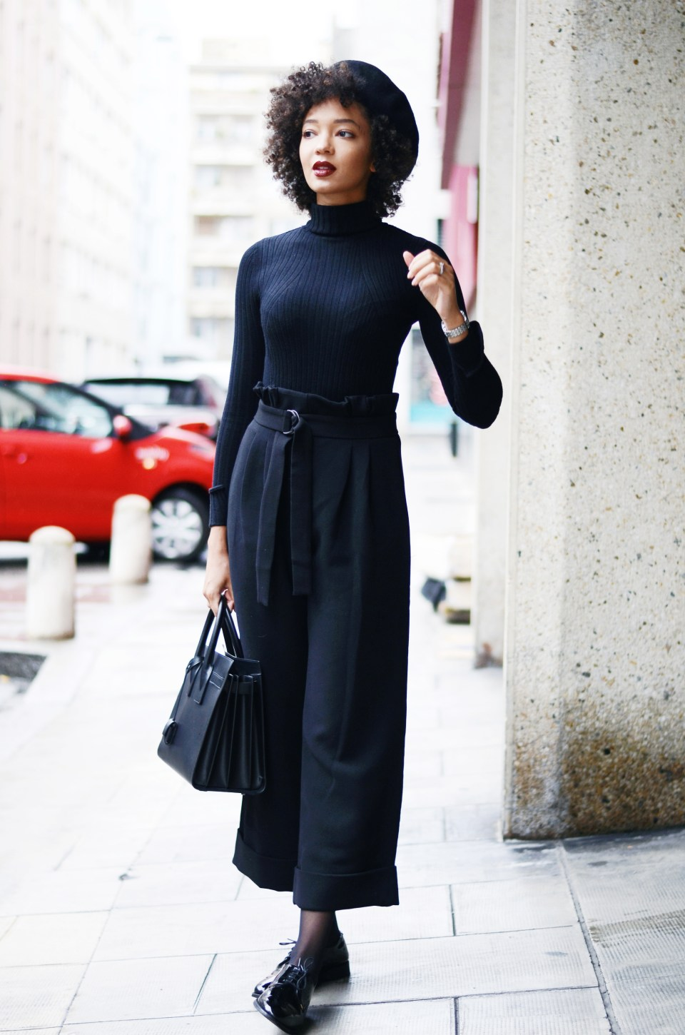 mercredie-blog-mode-geneve-suisse-fashion-blogger-all-black-outfit-chic-saint-laurent-sac-de-jour-black-matte-derbies-vernies-shoepassion-102-afro-beret