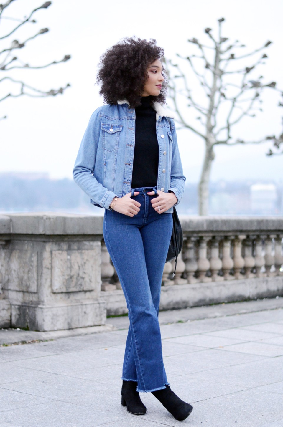 mercredie-blog-mode-geneve-suisse-blogueuse-bloggeuse-jean-flare-selected-sfena-aldo-stefi-boots-topshop-denim-jean-jacket-levis-turtle-neck-black9