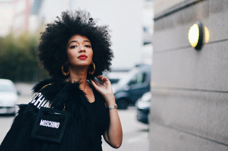 mercredie-blog-mode-fashion-blogger-suisse-geneve-geneva-switzerland-jacket-fur-fake-hm-tv-moschino-collection-afro-natural-curly-hair8