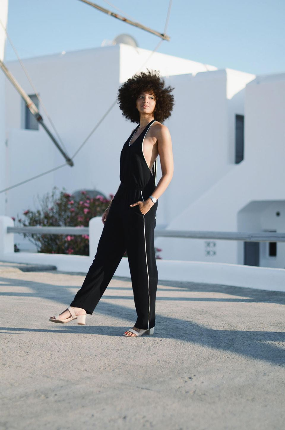 mercredie-blog-mode-geneve-suisse-switzerland-geneva-blogger-swiss-h&m-jumpsuit-combinaison-afro-natural-hair-cheveux-frises-naturels-mykonos-absolut-suites-grece-greece