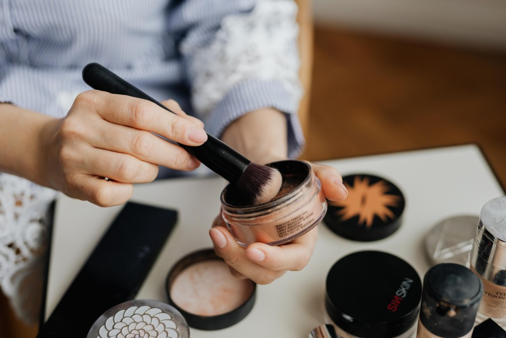 How to find safer skin care and make up - Helpful resources for finding safer cosmetics   MeredithAmand.com