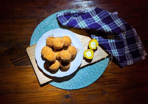 scotch eggs de lejos