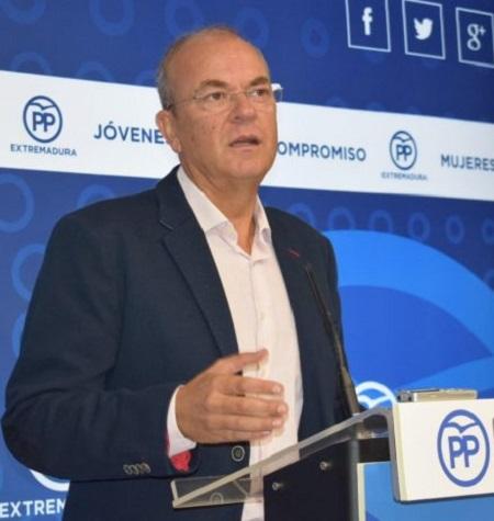 Monago critica que Vara, para contentar a Podemos, discrimine a 350.000 extremeños