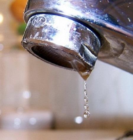 El Ayuntamiento restringe el uso del agua en riegos y fuentes pero no hay riesgo en el consumo de los hogares