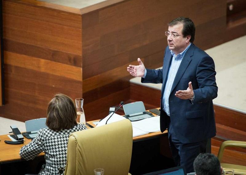Fernández Vara aboga por valorar las cláusulas sociales en los concursos públicos y no ir solo a precio