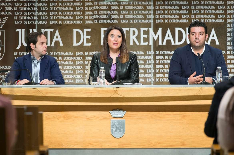 La Junta y Cruz Roja firman un convenio para atender a extremeños residentes en el extranjero